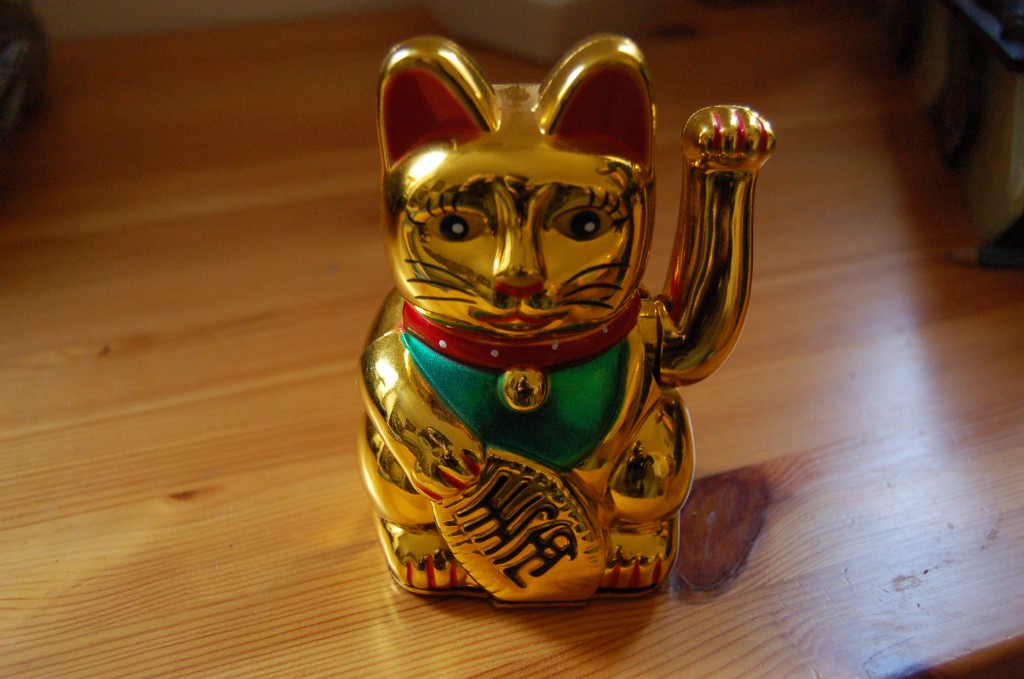 A gold maneki neko (Photo: wikipedia)