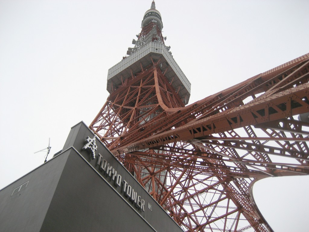 Looking up the length of Tokyo Tower (Photo: Brian Cramer)